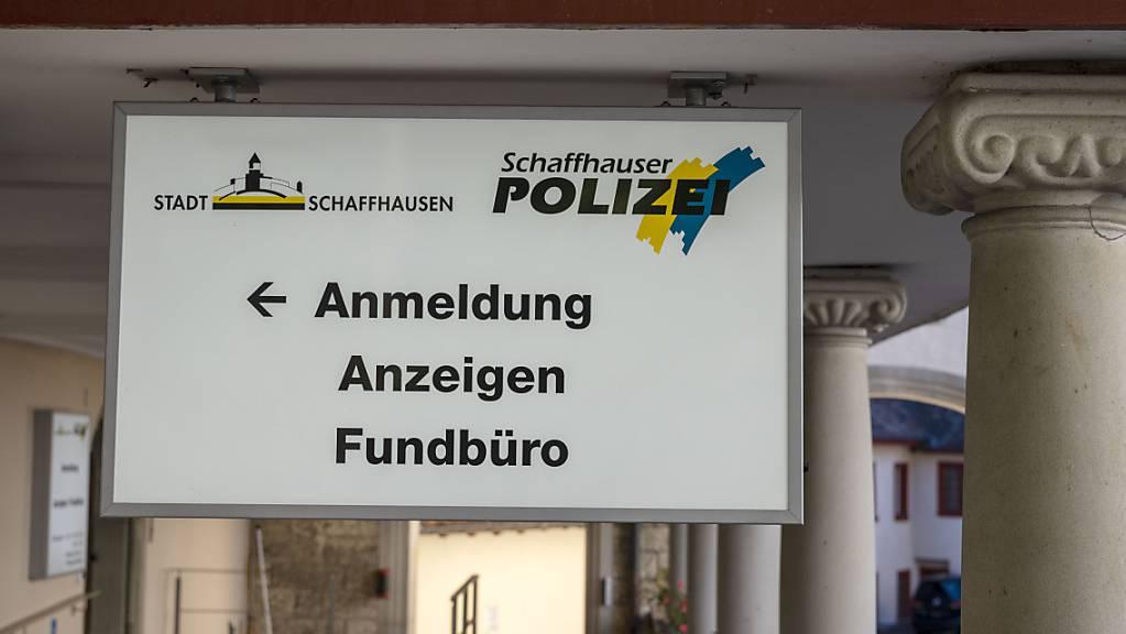 Die Schaffhauser Polizei sucht nach einem Raubüberfall Zeugen. (Symbolbild)