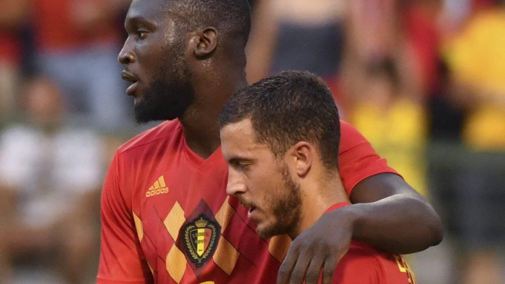 Die belgischen Torschützen Romelu Lukaku und Eden Hazard gratulieren sich gegenseitig
