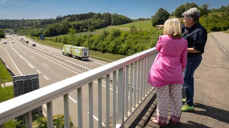 Bevor Monica Hohl sich mit dem Auto auf die Autobahn wagt, bereitet Fahrlehrer Robert Jetter sie auf die Herausforderung vor.