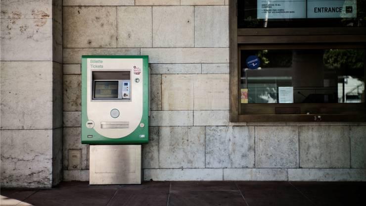 Jeder dritte Automat der Basler Verkehrsbetriebe soll gestrichen werden.  Roland Schmid