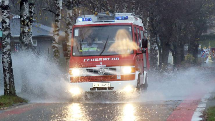 Nach starken Regenfällen im Süden Österreichs kam es am Sonntag zu Überschwemmungen rund um den Faaker See im Bundesland Kärnten.