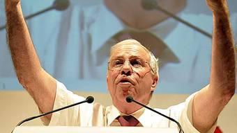 SVP-Mitglieder möchten, dass Christoph Blocher bei der Umsetzung der Ausschaffungsinitiative den Tarif durchgibt. Foto: Keystone