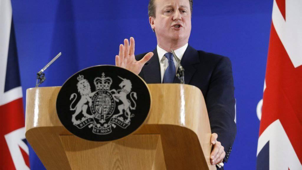 Der britische Premier David Cameron gab sich am Freitagabend am EU-Gipfel in Brüssel zufrieden mit dem, was er erreicht hat. Er wolle sich nun für den Verbleib des Königreiches in der EU einsetzen, sagte er nach den Marathonverhandlungen.
