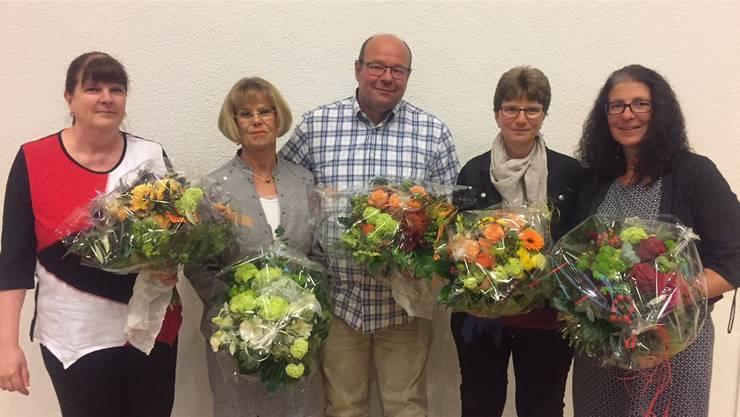 Dienstjubiläen und Wechsel im Präsidium: Angela Jacobi, Irène Grolimund, Peter Schweri, Gaby Heer-Zappa und Therese Suter (v.l.).zvg