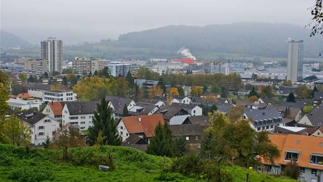 Blick vom Himmelsrank am Heitersberg auf Spreitenbach.