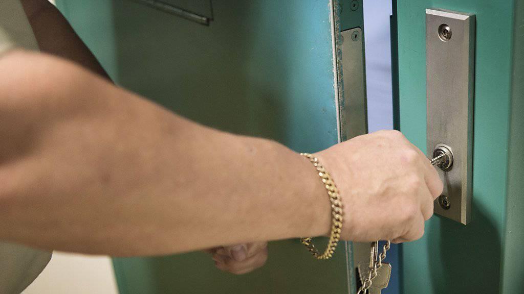 Für den Mord an einem Kokaindealer ist ein Serbe in Luzern zu 15 Jahre und 1 Monat Haft verurteilt worden. (Archivbild)