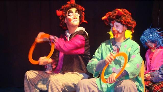 Bunt geschminkte Clowns im Circus Lollypop in Rheinfelden. – Foto: ari