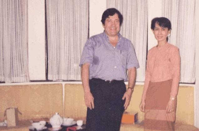Léon de Riedmatten war der einzige Ausländer, der Aung San Suu Kyi an ihrem 56. Geburtstag im Hausarrest besuchen durfte. (Bild: HO)
