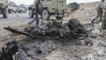 Überreste des Fahrzeugs nach dem Anschlag in Mogadischu
