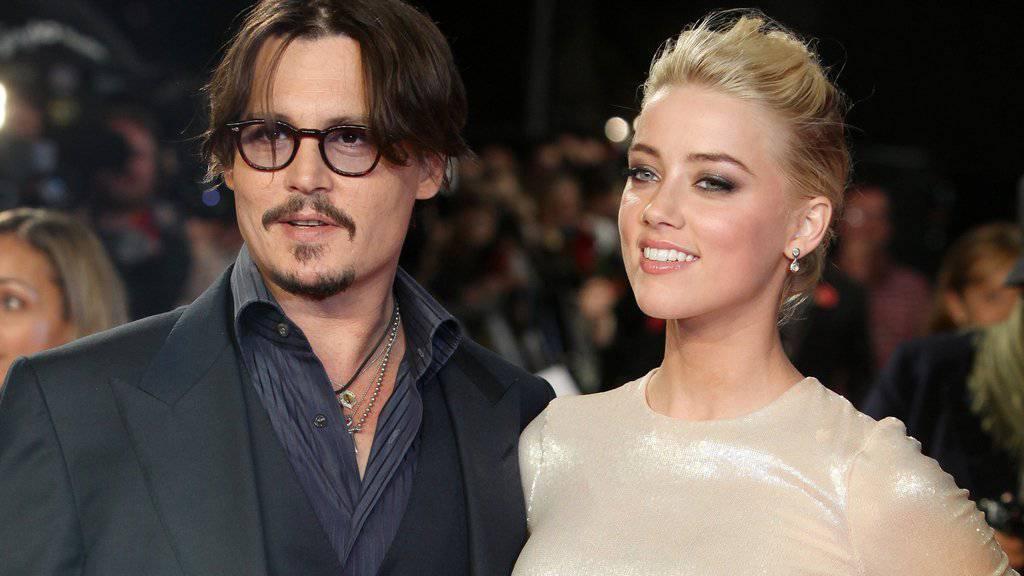 Das Liebesglück hat Johnny Depp (links) und Amber Heard definitiv verlassen. Nun streiten die beiden um eine Millionenabfindung (Archiv)
