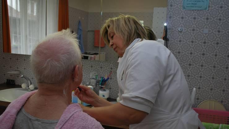 Spitex-Klienten bauen oftmals eine Beziehung zu den Pflegenden auf – das soll so bleiben.