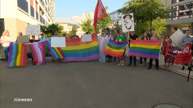 """Protestaktion gegen """"Homo-Heiler"""" Arne Elsen"""