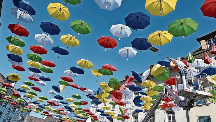 Nach dem Unwetter vergangenen Samstag wurden die Schirme gestern wieder in Ordnung gebracht.
