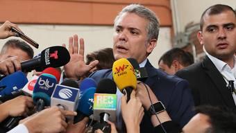 Iván Duque hat die erste Runde der Präsidentschaftswahl in Kolumbien gewonnen - weil er aber keine 50 Prozent der Stimmen erreichte, kommt es im Juni zur Stichwahl mit dem Zweitplatzierten.