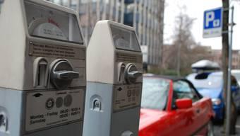 Die Uvek lehnt, wie der Regierungsrat, eine Senkung der Parkgebühren ab. Dafür beantragt sie einen Stadtbelebungsfonds. (Symbolbild)