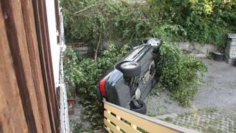 «Falschparkierer»: Dieses Cabrio sollte man eigentlich umparkieren. Das geht so nicht! (Symbolbild)