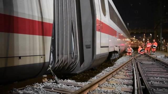 Die Verkehrspolizei untersucht die Entgleisung eines ICE beim Basler Bahnhof
