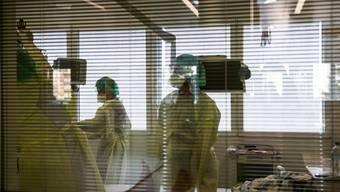 Blick in einen Behandlungsraum des Spitals Moncucco in Lugano am Dienstag, 17. Maerz 2020. Die Klinik Moncucco in Lugano ist eines von zwei medizinischen Zentren im Kanton Tessin zur Behandlung von Coronavirus Patienten. (KEYSTONE/Ti-Press/Alessandro Crinari)