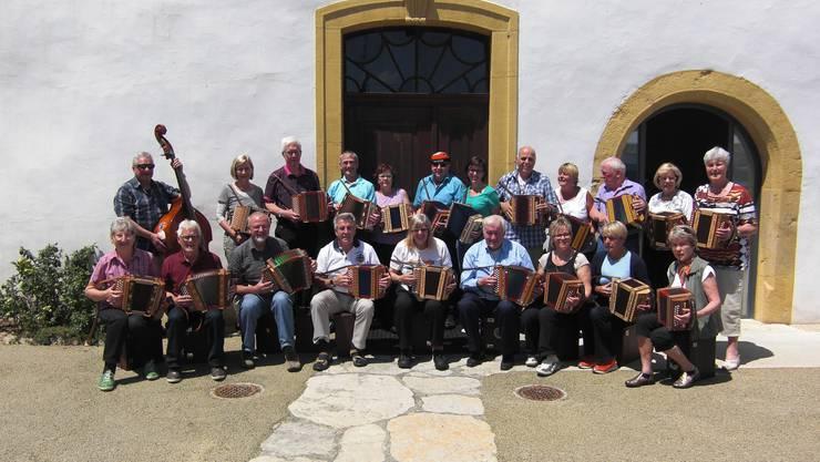 Die Teilnehmer vor dem Aarbergerhus