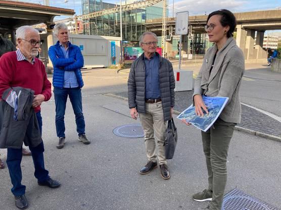 Stadtplanerin Barbara Meyer erläutert die Entwicklung in Schlieren
