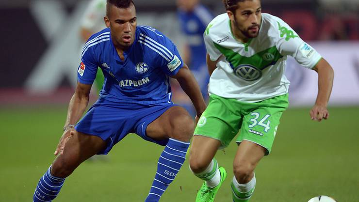 Ricardo Rodriguez (rechts) im Duell mit Schalkes Choupo-Moting
