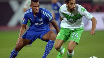 Ricardo Rodriguez (rechts) im Duell mit Schalkes Choupo-Moting