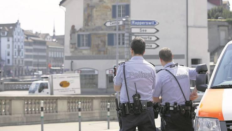 Eine neue Mehrheit von SVP, EVP, CVP, Grünen und SP könnte den Stellenstopp bei der Stadtpolizei Zürich kippen. Foto: Aallessandro della Bella/Keystone