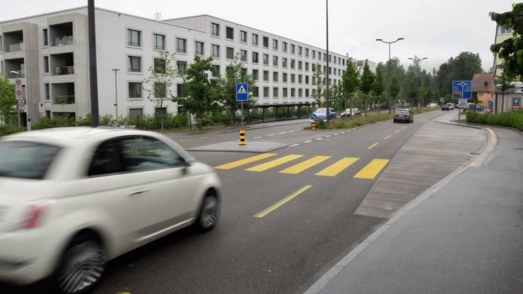 Bei vier Fussgängerstreifen auf der Hauserstrasse haben sich seit Anfang Jahr vier Unfälle mit Fussgängern ereignet.