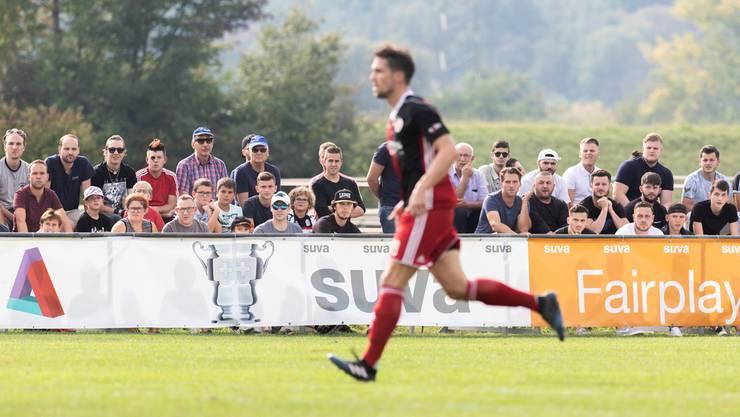 Die Regionalfussballer im Blickfeld: Das Zurzibieter Höhepunkt war in diesem Herbst die Sechzehntelfinalpartie im Schweizer Cup zwischen Klingnau und Chiasso auf dem Sportplatz Grie. Severin Bigler