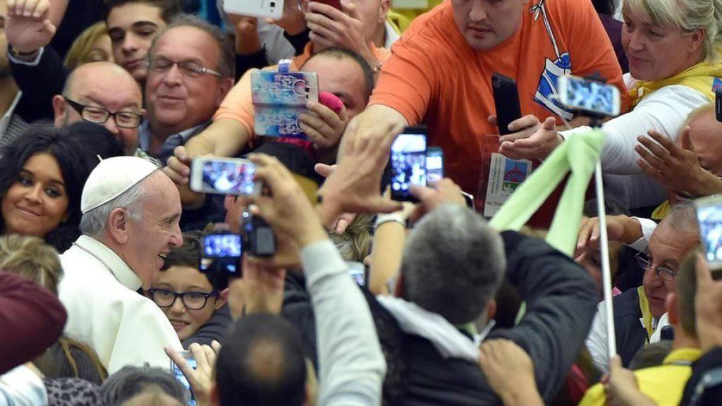 Papst Franziskus am Montag bei der Begrüssung von Sinti und Roma im Vatikan.