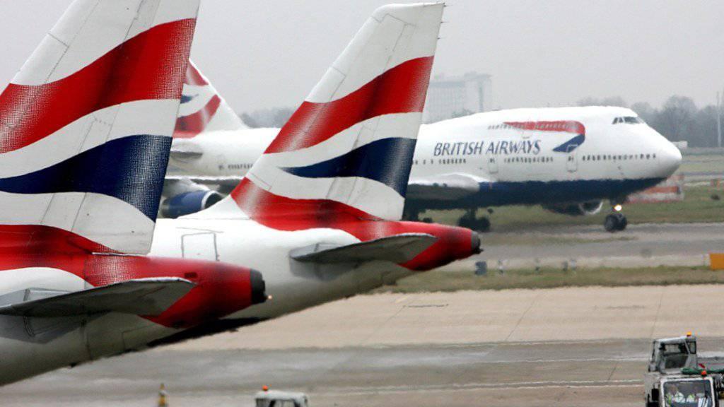 Hat einen Warnbrief der EU-Kommission aus Brüssel erhalten: die britische Fluggesellschaft British Airways. (Archivbild)