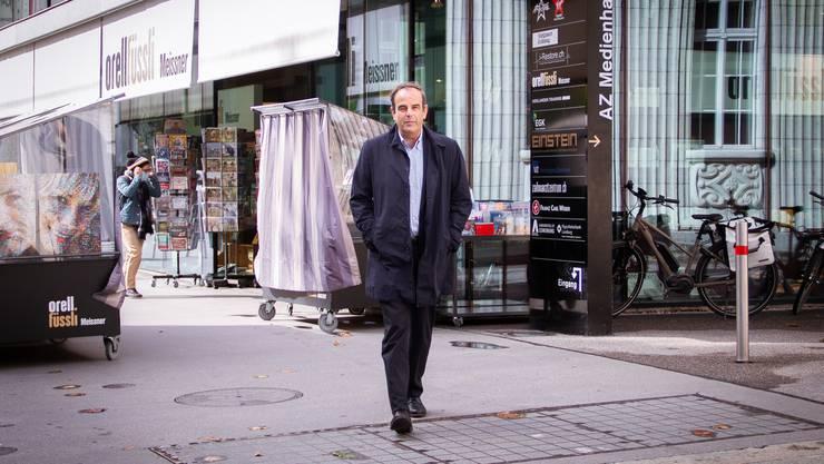Gerhard Pfister in der Aarauer Bahnhofstrasse. Er ist überzeugt vom Erfolg der Mitte-Strategie.