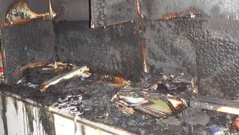Der beim Zimmerbrand entstandene Sachschaden beträgt mehrere tausend Franken.