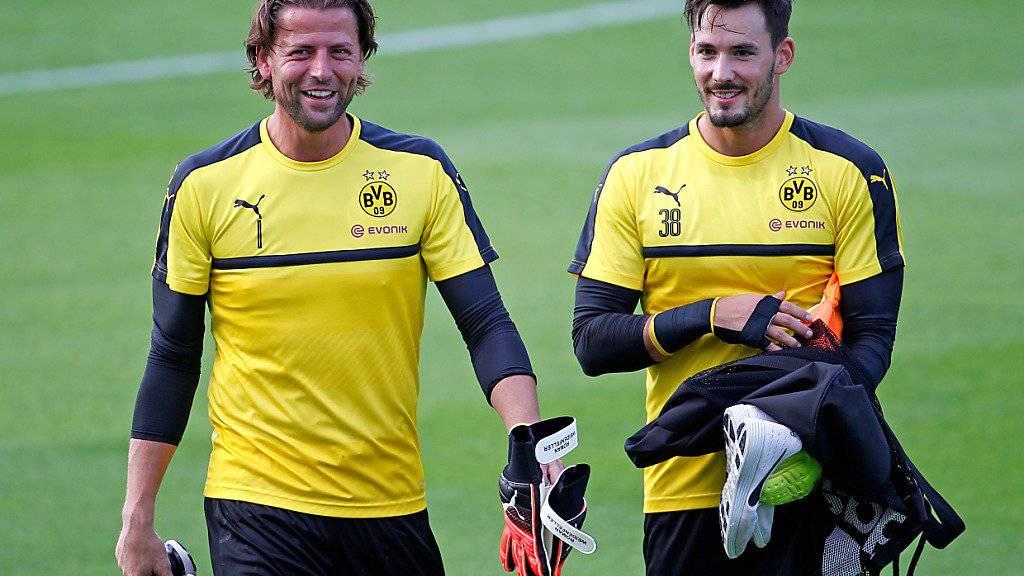 Roman Weidenfeller (links) und Roman Bürki bilden seit Sommer 2015 das Goalie-Duo bei Borussia Dortmund