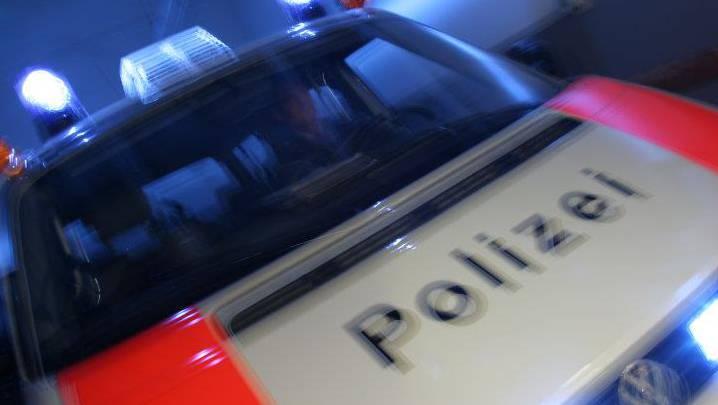 Der Täter schaffte es von Zürich bis Roveredo GR, wo er schliesslich von den Kantonspolizeien Graubünden und Tessin gestoppt und verhaftet wurde. (Symbolbild)