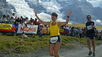 Die Freude steht ihr ins Gesicht geschrieben: Monika Anderegg beim Zieleinlauf des Jungfrau- Marathons.