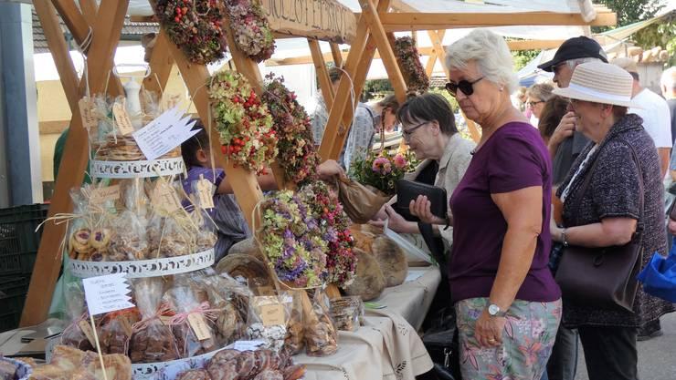 Am Samstag feierte der Pfalz-Märt Jubiläum. Zum 20. Mal lockten liebevoll zurechtgemachte Marktstände und ein buntes Unterhaltungsprogramm die Menschen nach Veltheim.