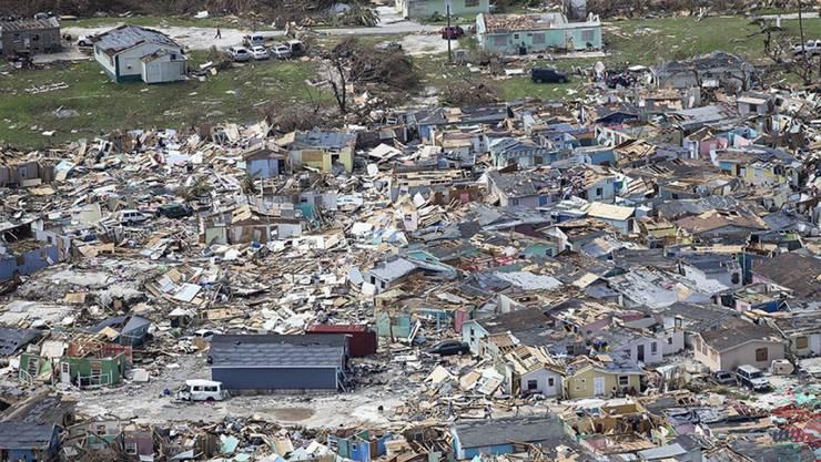 """Wirbelsturm """"Dorian"""" hat weite Teile der Bahamas völlig zerstört. 70'000 Menschen brauchen dringend Hilfe.  (Foto: Al Diaz/Miami Herald via AP)"""