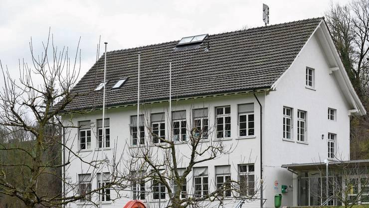 Noch steht das frühere Schulhaus in Wislikofen leer. Das soll sich ab August ändern.