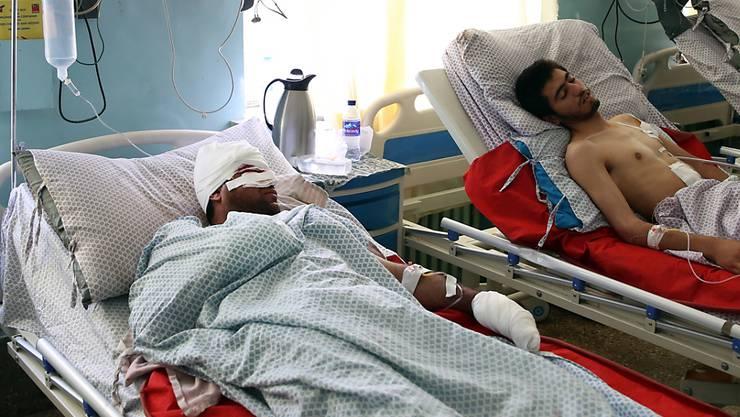 Opfer eines Bombenanschlags in einem Spital in Kabul. (Archivbild)