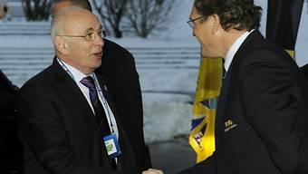 Michael van Praag (links) fordert Sepp Blatter heraus