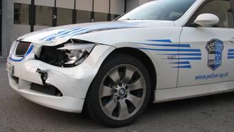 Der 15-Jährige rammte das Einsatzfahrzeug frontal.