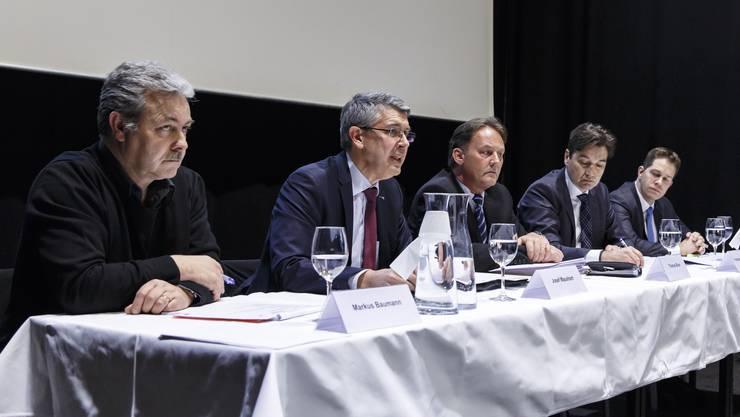 Da war die Welt noch in Ordnung: Markus Baumann, oberster Gewerkschafter des Kantons (ganz links) beim «historischen Kompromiss».