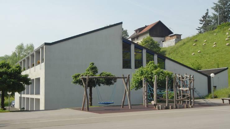 Die bestehende Holzschnitzelheizung im Schulhaus wird ersetzt. (Archiv)