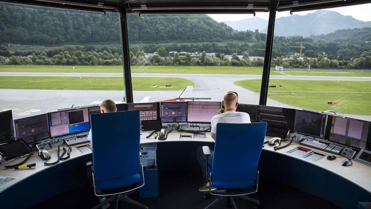 Weil die Konzentrationsfähigkeit im Alter abnimmt, werden Fluglotsen bereits mit 56 pensioniert.
