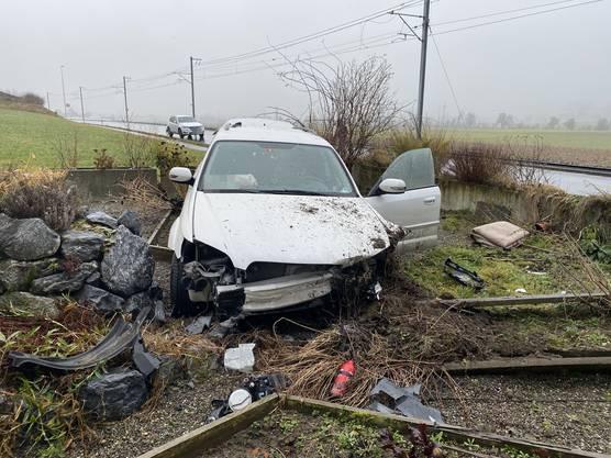 Der Fahrer wurde verletzt und wurde ins Spital eingeliefert.