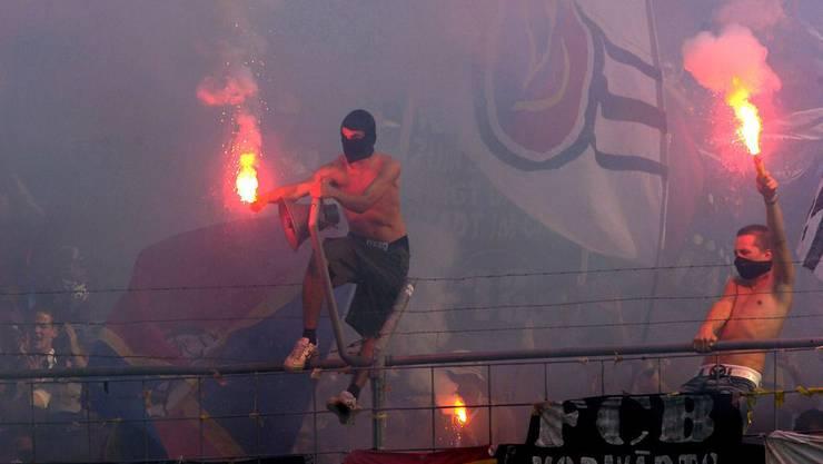 FCB-Ultras im Stadion (Archiv)