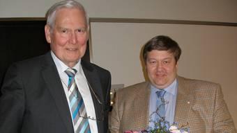 Willy Pfund (links) begrüsst seinen Vorstandskameraden Markus Holliger,