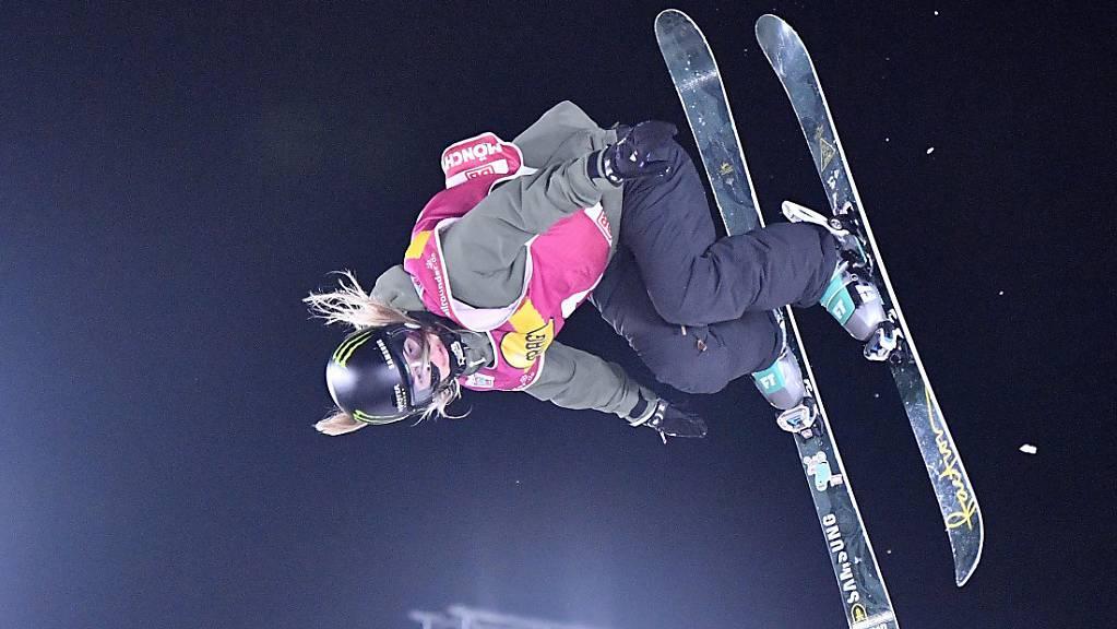 Giulia Tanno fliegt beim Nacht-Event in Kreischberg dem Sieg entgegen.