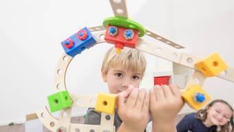 Die Rabatte für die Kinderbetreuung werden geringer. So entschied es der Schlieremer Stadtrat. (Symbolbild)